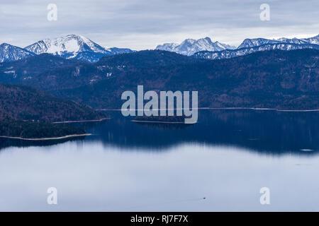 Deutschland, Bayern, Bayerische Alpen, Walchensee im Winter - Stock Photo