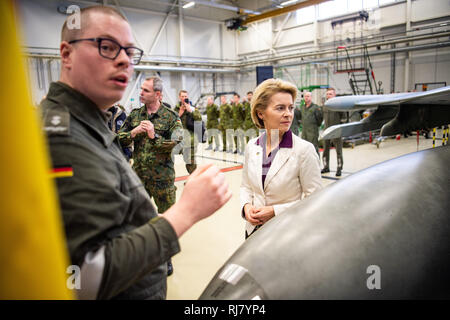 05 February 2019, Estonia, Ämari: Ursula von der Leyen (r, CDU), Minister of Defence, is presented with a technical ground check on the Eurofighter in the maintenance hangar of the military airfield in Ämari, Estonia. Together with other NATO partners, the German pilots are protecting the airspace over the Baltic states until the end of April. Five Eurofighter fighter jets and around 160 soldiers were transferred to Estonia for the mission. Von der Leyen had visited the day before the German soldiers at the military base Rukla in Lithuania. Photo: Arne Bänsch/dpa - Stock Photo