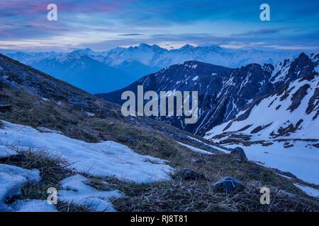 Österreich, Tirol, Stubaier Alpen, Neustift, Blick auf die Tribulaune in den Stubaier Alpen im Aufstieg zur Serles am frühen Morgen - Stock Photo