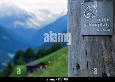 Österreich, Tirol, Stubaier Alpen, Neustift, Aussicht vom Naturschauplatz Kartnall in das Stubaital mit dem Stubaier Gletscher im Hintergrund - Stock Photo