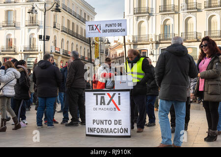 Spain. 4th Feb, 2019. Hundreds of taxi drivers gather  in Madrid. They have made a strike against the companies Uber and Cabify - Stock Photo