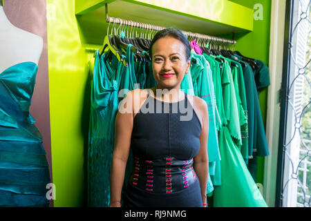 Kambodscha, Phnom Penh, Modedesignerin Romyda Keth in Ihrem Laden in der Straße 178, - Stock Photo