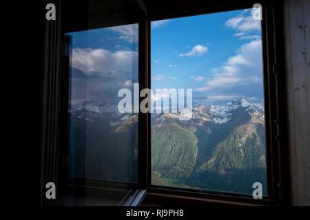 Blick ins Tal aus dem Fenster der Sajathütte, Hinteres Virgental, Venedigergruppe, Osttirol, Österreich - Stock Photo