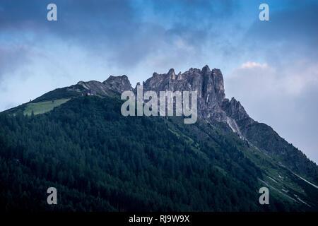 Österreich, Tirol, Stubaier Alpen, Neustift, Abendstimmung an der Elferspitze im Stubaital - Stock Photo