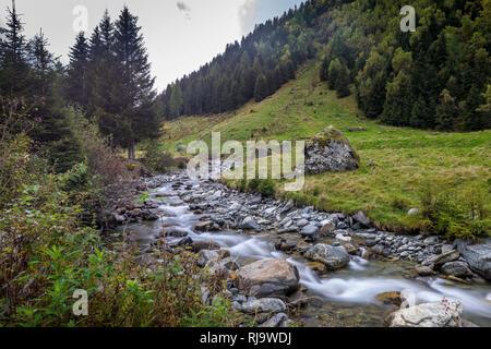 Österreich, Tirol, Stubaier Alpen, Neustift, Bach im Oberbergtal in Stubai - Stock Photo
