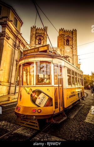 Europa, Portugal, Lissabon, Transport, Tram, Trambahn, Straßenbahn - Stock Photo