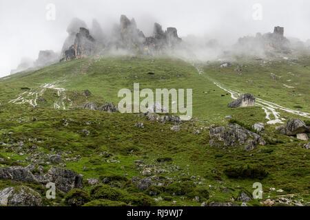 Österreich, Tirol, Stubaier Alpen, Neustift, Nebel im Wandergebiet der Elferspitze - Stock Photo