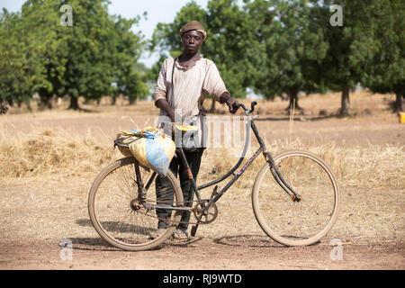 Baribsi village, Yako, Burkina Faso, 30th November 2016;  A local medicine man. - Stock Photo