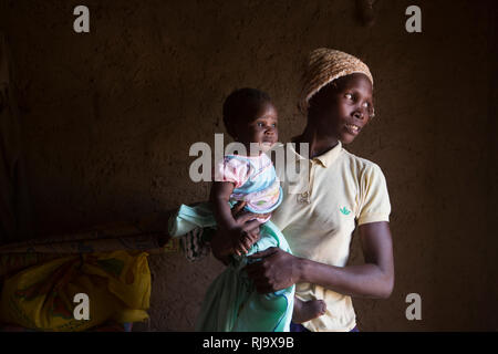Yarsi village, Yako, 1st December 2016;  Leontine Ouedraogo, a member of the Village Tree Enterprise Shea Group with her 5 month old baby Saminatou Dem. - Stock Photo