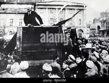 Un altered photograph of Vladimir Lenin with Leon Trotsky, in Red Square, Moscow 1918. - Stock Photo