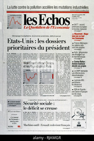 Headline in the French newspaper 'Les Echoes' concerning the economic priorities for the incoming US President after the United States Presidential Election November 1992. Incumbent President George Bush lost against Governor Bill Clinton. - Stock Photo
