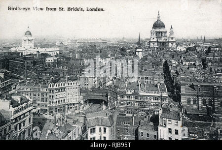 View toward the Central Criminal Court (Old Bailey) (left) and St. Paul's Cathedral (back right) from St. Bride's, London - you can also see the (then) new buildings of the General Post Office (back centre). - Stock Photo