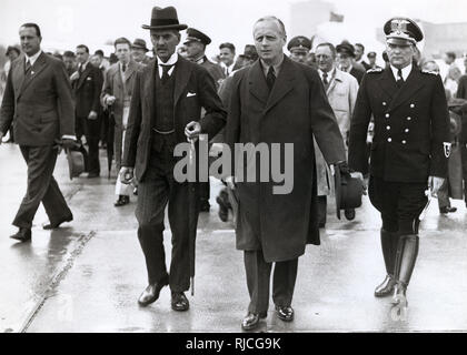 British Prime Minister Arthur Neville Chamberlain (1869-1940) and Foreign Minister of Nazi Germany, Joachim von Ribbentrop (1893-1946) at the end of the Munich Conference, 1938. - Stock Photo