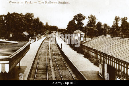 Worcester Park Railway Station, SW London (Surrey) -- looking down onto the tracks. - Stock Photo