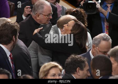Washington, District of Columbia, USA. 5th Feb, 2019. The Reverend PATRICK J. CONROY, S.J. and Senator KAMALA HARRIS (D-CA) at the State of the Union address, February 5, 2019 Credit: Douglas Christian/ZUMA Wire/Alamy Live News - Stock Photo