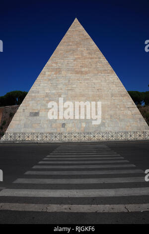 Pyramid of Cestius, Piramide di Caio Cestio or Piramide Cestia, built as a tomb for Gaius Cestius, Rome, Italy - Stock Photo