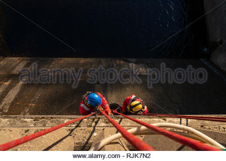 Workers making repairs to Pitlochry dam wall, Perthshire, Scotland - Stock Photo