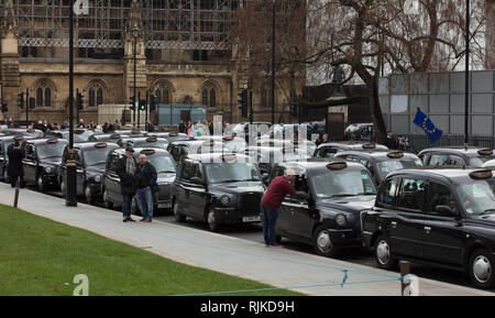London, UK. 6th February, 2019. London cab drivers protest on Parliament Square today, against excluding taxis from the busroute along Totenham Court Road, which the they fear is only the start for a complete taxi ban on all bus routes in the capital. Credit: Joe Kuis / Alamy Live News - Stock Photo