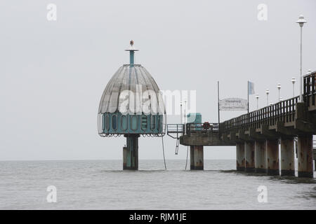 Vineta bridge Baltic Zinnowitz and diving bell on the island of Usedom - Translation of the text on the sign: 'Vineta bridge' 'Baltic Sea bath Zinnowi - Stock Photo