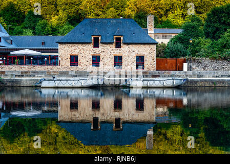 View house reflected on River Rance in the port of the city of Dinan, French Brittany - Stock Photo