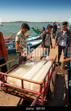Cm235Cambodia, Preah Koh Kong, Prek Kaoh Pao river, Dong Tung Port jetty, man cutting blocks of ice with metal hook