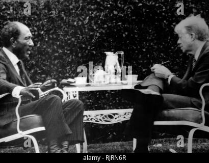 Meeting during the Middle East, Camp David Peace Negotiations, 1979 session with Jimmy Carter (US President), and Anwar Sadat (Egyptian President), - Stock Photo
