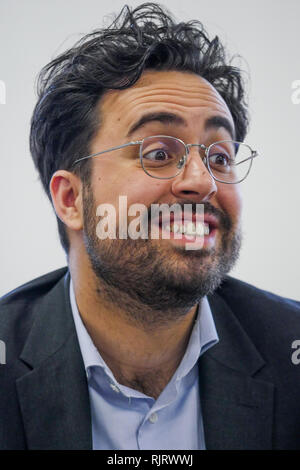 Lyon, France, February 7th 2019: Mounir Mahjoubi, French State secretary delegate to the Digital development, is seen in Lyon Confluence district (Central-Eastern France) on February 7, 2019 as he pays visit to rhe 101 digital school as part of the National Sittings of Inclusivity. Credit Photo: Serge Mouraret/Alamy Live News - Stock Photo