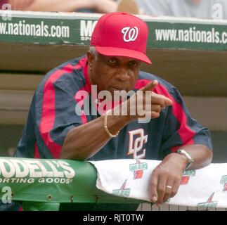 Washington, District of Columbia, USA. 25th Sep, 2005. Washington, DC - September 25, 2005 -- Washington Nationals manager Frank Robinson sends in a sign to one of his batters in game action against the New York Mets at RFK Stadium in Washington, DC on September 25, 2005. The Mets won the game 6 - 5 Credit: Ron Sachs/CNP/ZUMA Wire/Alamy Live News - Stock Photo