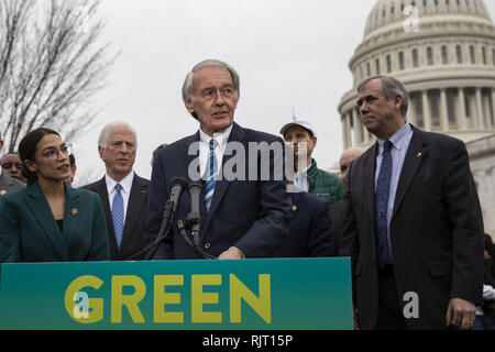 Washington, District of Columbia, USA. 7th Feb, 2019. Senator Ed Markey, Democrat of Massachusetts, speaks during a press conference to announce the ''Green New Deal'' held at the United States Capitol in Washington, DC on February 7, 2019. Credit: Alex Edelman/CNP Credit: Alex Edelman/CNP/ZUMA Wire/Alamy Live News - Stock Photo