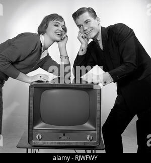Television in the 1950s. A young couple is pictured beside a typical 50s television set.  Photo Kristoffersson ref CC93-3. Sweden 1958 - Stock Photo
