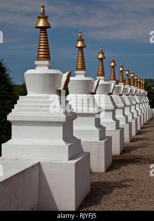 La Boulaye, TEMPEL DER 1000 BUDDHAS, gegründet 1987 von tibetischen Mönchen. Lamaistisches Zentrum verbunden mit einer Hochschule für Tibetologie, Stu - Stock Photo