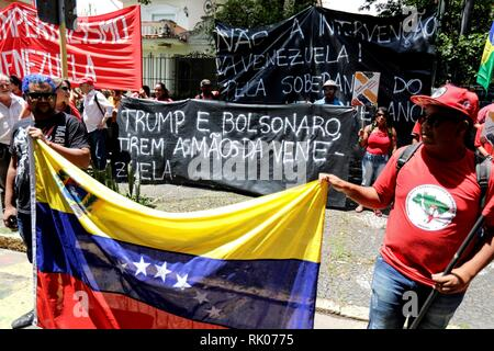 Sao Paulo, Brazil. 08th Feb, 2019. Members of the Movement of Rural Landless Workers (MST) take part in a demonstration in solidarity with the government of the Venezuelan President, Nicolas Maduro, in front of the headquarters of the consulate general of Venezuela in Sao Paulo, Brazil, 08 February 2019. Credit: Sebastiao Moreira/EFE/Alamy Live News - Stock Photo