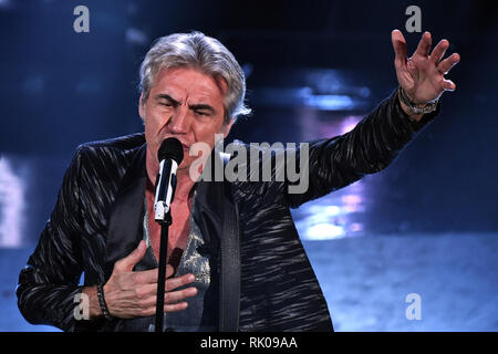 Foto Gian Mattia D'Alberto/LaPresse 08 Febbraio 2019 Sanremo, Italia  Spettacolo  Festival di Sanremo 2019, quarta serata Nella foto: Ligabue  Photo Gian Mattia D'Alberto/LaPresse February 08th, 2019 Sanremo, Italy  Entertainment  Sanremo music festival 2019, fourth evening In the photo: Ligabue - Stock Photo