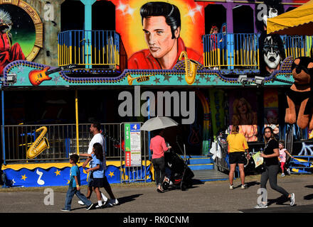 Tampa Bay, Florida, USA. 7th Feb 2019. People walk the midway on opening day of the Florida State Fair on February 7, 2019 in Tampa, Florida. (Paul Hennessy/Alamy) Credit: Paul Hennessy/Alamy Live News - Stock Photo