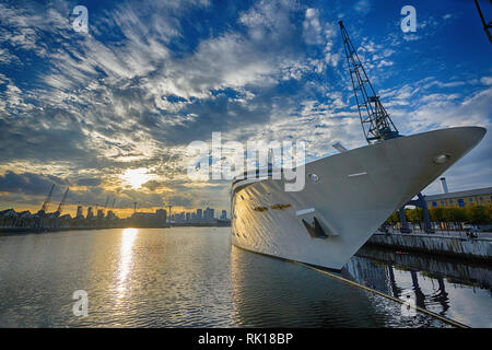 hotel boat excel victoria dock london - Stock Photo