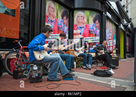 Street musicians in Dublin city centre, Ireland - Stock Photo