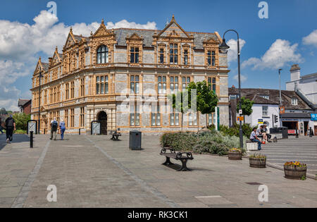 28 May 2018: Newton Abbot, Devon, UK - The ornate library on a beautiful spring day, with Lion Square on the right. - Stock Photo