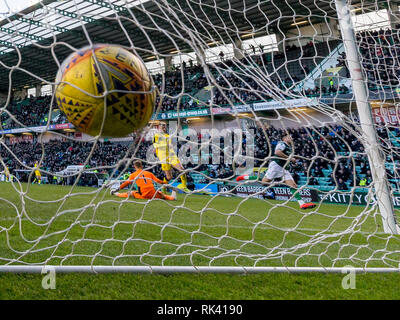 Easter Road, Edinburgh, UK. 9th Feb, 2019. Scottish Cup football fifth round, Hibernian versus Raith Rovers; Marc McNulty of Hibernian scores Hibs third goal Credit: Action Plus Sports/Alamy Live News - Stock Photo