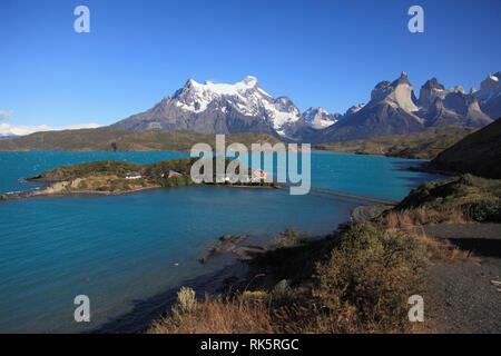 Chile, Magallanes, Torres del Paine, national park, Lago Pehoe, Hosteria Pehoe, Paine Grande, Cuernos del Paine, - Stock Photo