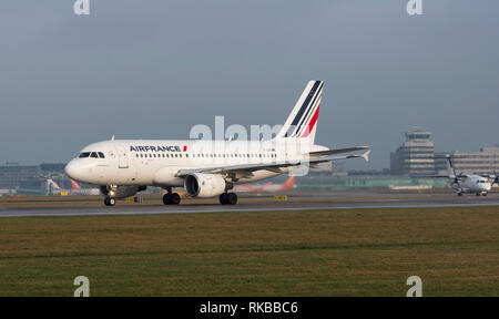Air France, Airbus A319-111, F-GRHM taxy for take off at Manchester Airport - Stock Photo
