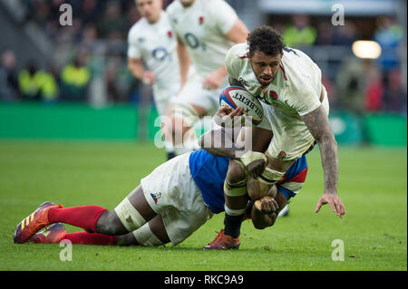Twickenham, United Kingdom. 7th February, Courtnt Lawes tackled by Yacouba CAMERA, during the England vs France, 2019 Guinness Six Nations Rugby Match   played at  the  RFU Stadium, Twickenham, England,  © PeterSPURRIER: Intersport Images Credit: Peter SPURRIER/Alamy Live News - Stock Photo
