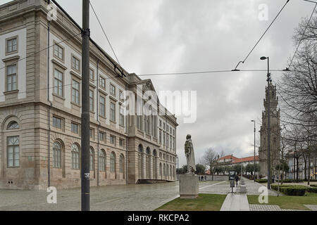 The University of Oporto, and the granite pedestal on which stands the stone statue of Ramalho Ortigão, writer and literary critic, Porto, Portugal - Stock Photo