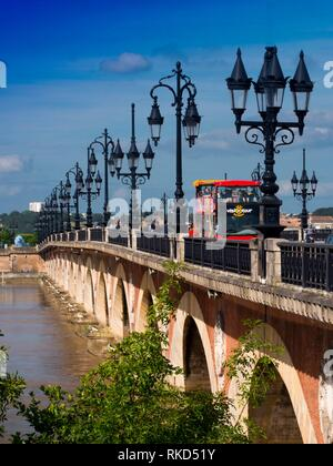 France, Nouvelle Aquitaine, Gironde. Pont de pierre (Bordeaux).The Pont de pierre, or ''Stone Bridge'' in English, is a bridge in Bordeaux, (in the - Stock Photo