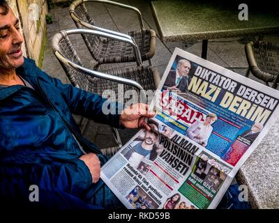 France, Nouvelle aquitaine, Gironde. Turkish reading ''Sabah'' newspaper, of the day where President Erdogan says : ''Dictaor, her, Nazi there'' - Stock Photo