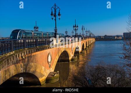 France, Nouvelle Aquitaine, Gironde, tramway on the ''Pont de pierre'' bridge, over the Garonne river at Bordeaux. - Stock Photo