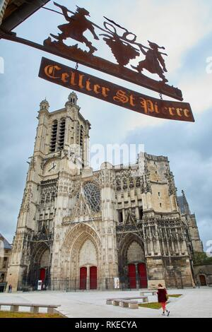 Place Saint-Pierre, Cathedrale Saint-Pierre Saint-Paul, Troyes, Champagne-Ardenne Region, Aube Department, France, Europe - Stock Photo