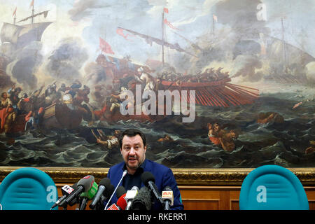 Roma, Italy. 11th Feb, 2019. Matteo Salvini and on his shoulders the painting 'Lepanto battle', with boats and shipwrecked, fought on October 7th 1571 during the Cipro's War, between the Ottomans and the Christians Navy Rome February 11th 2019. Sala Salvadori. The Italyn Minister of Internal Affairs in press conference after the outcome of regional elections in Abruzzo. Foto Samantha Zucchi Insidefoto Credit: insidefoto srl/Alamy Live News - Stock Photo