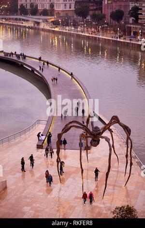 'Maman' sculpture by the French-American artist Louise Bourgeois, Guggenheim Museum, Bilbao, Bizkaia, Basque Country, Spain, Europe