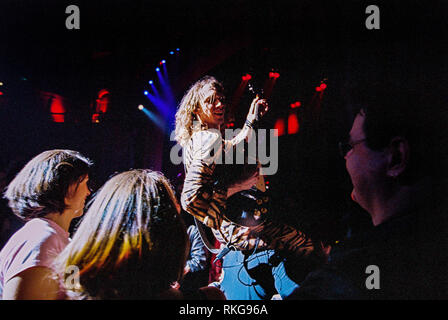 Justin Hawkins singer in the Darkness performing at the Brixton Academy , 27th February 2003, Brixton, London, England. - Stock Photo