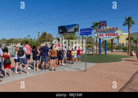 Line of visitors waiting to take a photograph in front of the famous 'Welcome to Fabulous Las Vegas' sign, Las Vegas, Nevada, United States. - Stock Photo